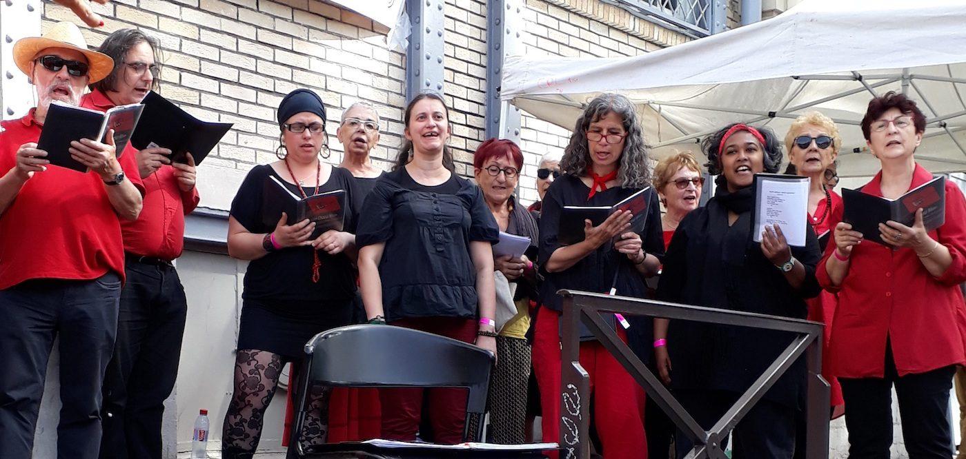 la chorale L'Ut en Chœur sur les bords du canal Saint-Martin à Paris